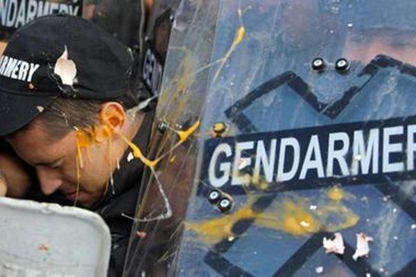 Người dân Bulgaria xuống đường biểu tình, đụng độ với cảnh sát