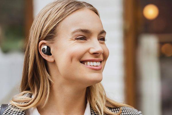 Tai nghe JBL Club Pro+ TWS ra mắt: chống ồn chủ động, sạc không dây, giá 199 USD