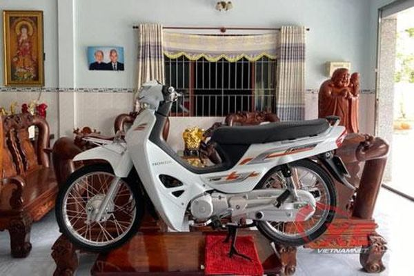 Dân chơi Long An sắm Honda Dream 125 giá 280 triệu chỉ trưng trong nhà