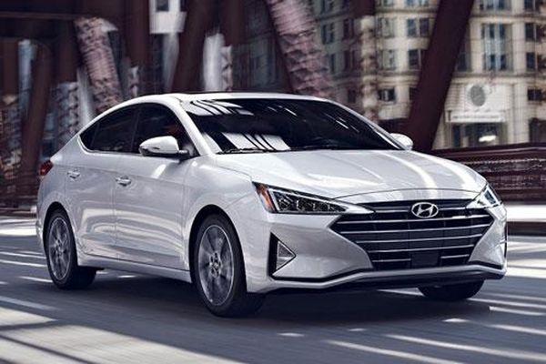 5 xe sedan hạng C ngốn nhiên liệu nhất tại Việt Nam: Gọi tên Toyota Corolla Altis