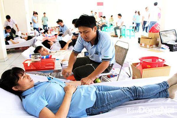 Người lao động tích cực hiến máu tình nguyện