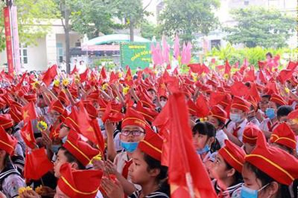 Các trường trong cả nước khai giảng năm học mới