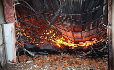 Cháy lớn giữa khuya thiêu rụi xưởng đồ gỗ xuất khẩu rộng 3.000 m2