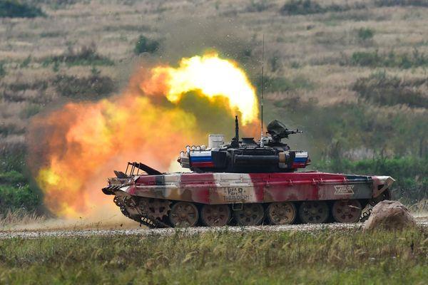 Xe tăng đỏ của Nga vượt trội tại chung kết Tank Biathlon