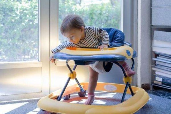 Mối nguy hiểm khi cho trẻ tập đi bằng xe tròn