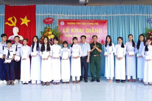 Bộ Chỉ huy quân sự tỉnh Sóc Trăng chung tay tiếp sức HS nghèo