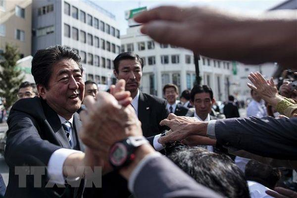 Tỷ lệ ủng hộ nội các của ông Abe lần đầu tiên tăng trong 6 tháng