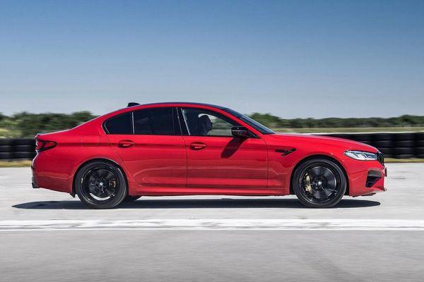 Top 10 xe sedan lý tưởng cho những người mê tốc độ