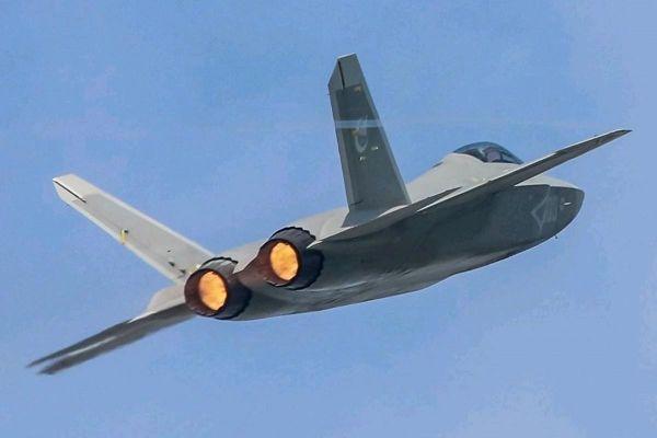 Lộ diện mẫu máy bay tàng hình mới của quân đội Trung Quốc