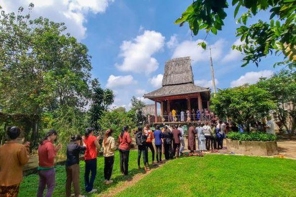 Vu lan dâng hương tưởng niệm tại đền thờ Bác Hồ