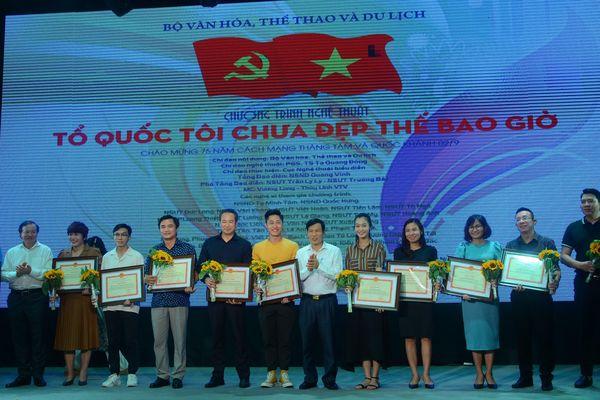 Báo Văn Hóa vinh dự nhận Bằng khen của Bộ trưởng Bộ VHTTDL