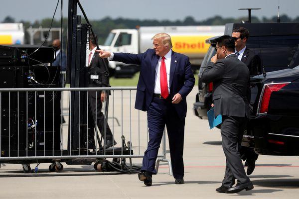 Cuộc chiến hai mặt trận của ông Biden với TT Trump