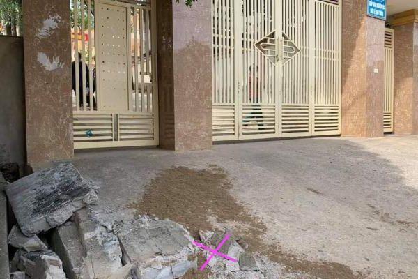 Tường rào trước cổng trường đổ sập khiến một học sinh lớp 5 tử vong