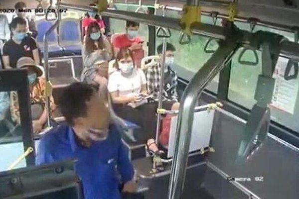Người đàn ông nhổ nước bọt vào nữ phụ xe buýt khi bị nhắc đeo khẩu trang là ai?