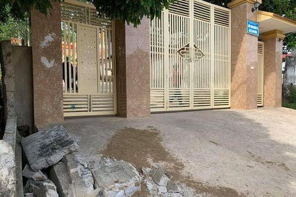 Học sinh bị tường rào đè chết: Nhà trường có trách nhiệm?