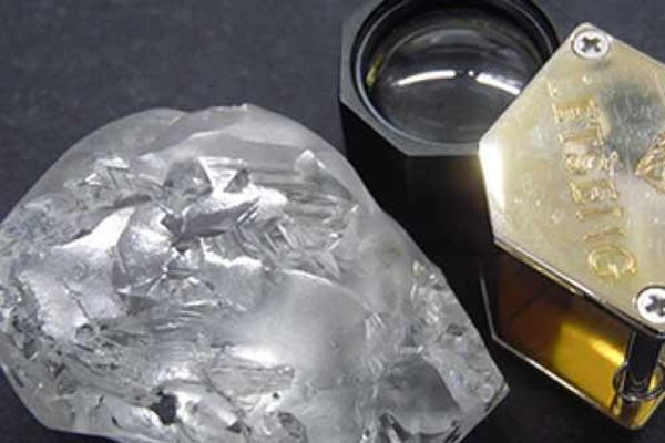 Cận cảnh viên kim cương 'siêu to khổng lồ' 442 carat
