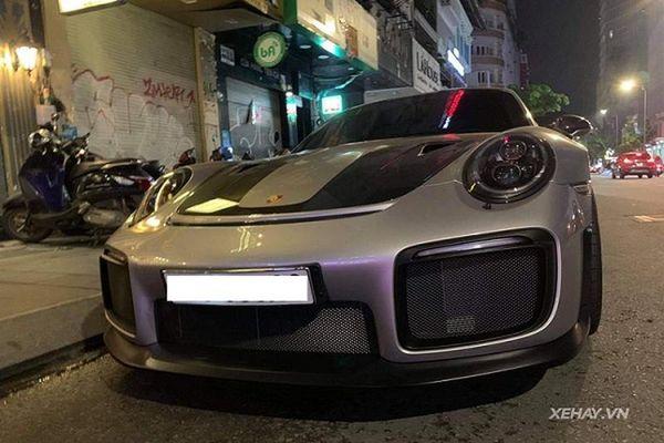 'Chạm mặt' siêu xe Porsche 911 GT2 RS gần 23 tỷ tại Sài Gòn