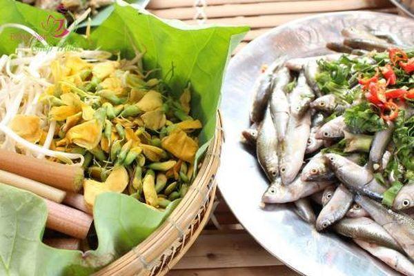CLIP: Lẩu mắm cá linh bông điên điển - Món ăn 'gây thương nhớ' khi đến miền Tây vào mùa nước nổi