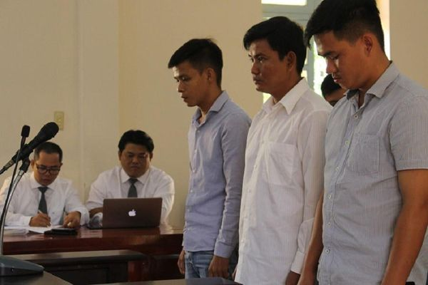 Hoãn xử vụ quản giáo đánh chết phạm nhân 17 tuổi