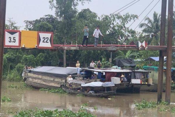 Hơn 60 tấn gạo chìm sông khi ghe bị đâm thủng, thiệt hại 600 triệu