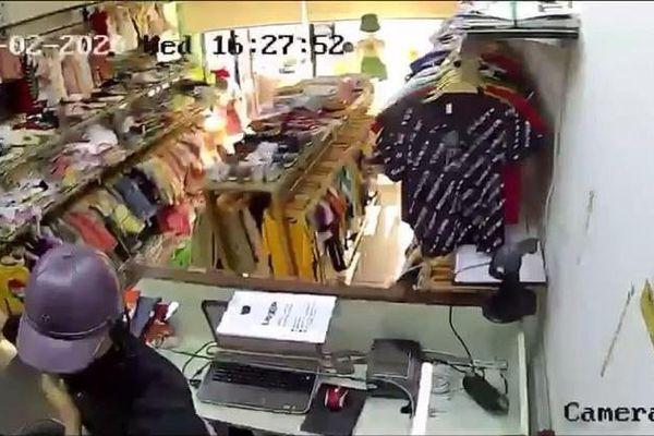 Vụ khống chế nữ nhân viên shop thời trang cướp tài sản: Kiếm tiền lo cho em trai đỗ đại học