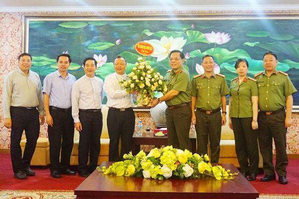 Giám đốc Công an thành phố Hà Nội tiếp tân Giám mục Giáo phận Hưng Hóa