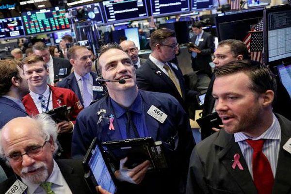 Nhà đầu tư ồ ạt mua vào, chứng khoán Mỹ quay đầu tăng mạnh