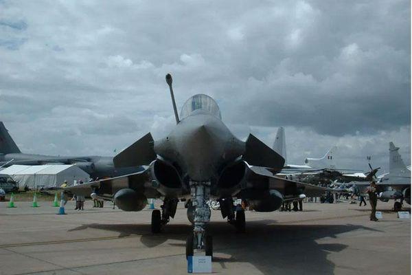 Hy Lạp mua 18 máy bay phản lực Rafale và 4 khinh hạm mới của Pháp