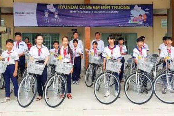 Bình Thủy trao tặng 20 xe đạp cho học sinh có hoàn cảnh khó khăn