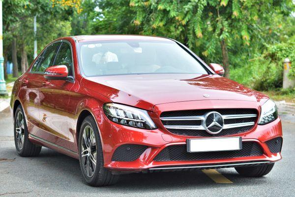 Mercedes-Benz C-Class là dòng xe ấn tượng nhất trên ứng dụng hẹn hò