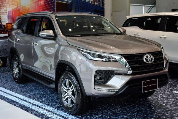 Chi tiết Toyota Fortuner 2021 tại Việt Nam