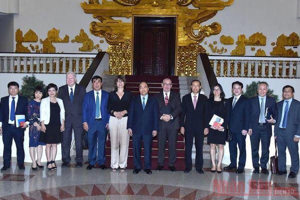 Thủ tướng Nguyễn Xuân Phúc tiếp một số Đại sứ và nhà đầu tư EU