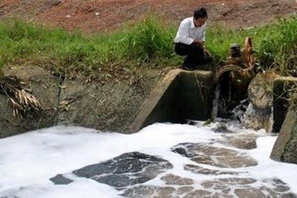 35 doanh nghiệp và 12 bệnh viện bị xử phạt vi phạm môi trường