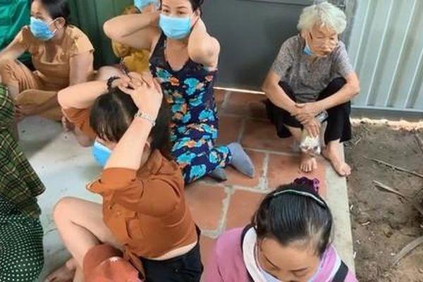 TPHCM: Đánh sập sòng bạc 'quý bà', nhiều con bạc mang đầy tiền án