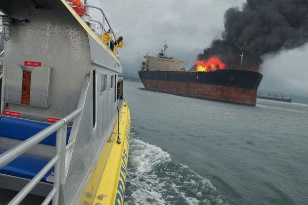 Indonesia: Cháy tàu hàng khiến 5 người chết và mất tích