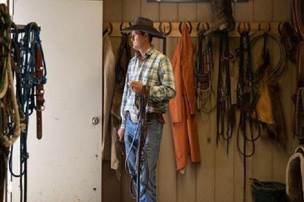 Trúng độc đắc hơn 5.000 tỷ, chàng trai vẫn đi chăn bò