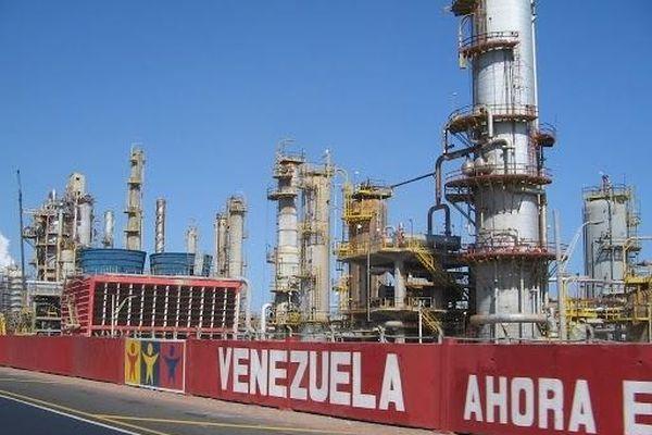 Venezuela sắp tăng sản lượng dầu nhờ Iran