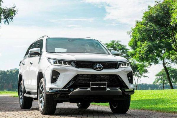 Toyota Fortuner mới ra mắt Việt Nam, giá chưa tới 1 tỷ đồng