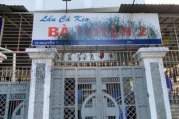 Bắt nhóm đòi nợ thuê tạt sơn tiệm lẩu cá kèo ở quận 3