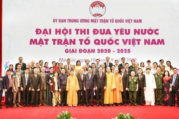 Chủ tịch HĐQT TNG Holdings Vietnam nhận bằng khen Ủy ban TW MTTQ Việt Nam