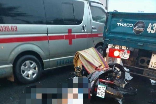 Xe máy tông vào đuôi xe tải đang dừng, 2 thanh niên tử vong