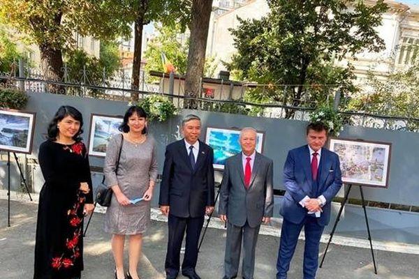 Triển lãm ảnh giới thiệu hình ảnh đất nước, văn hóa và con người Việt Nam tại Rumani
