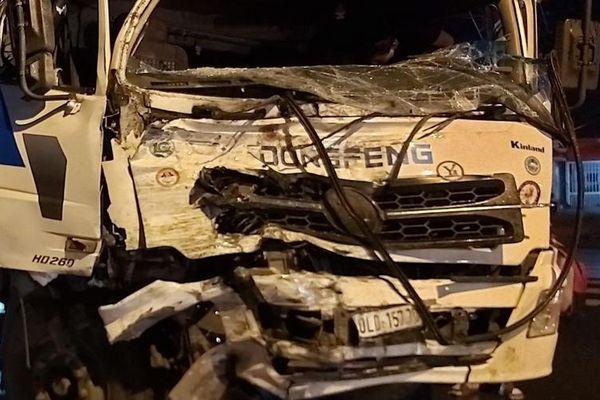 Tai nạn giao thông làm 20 người bị thương tại Long An