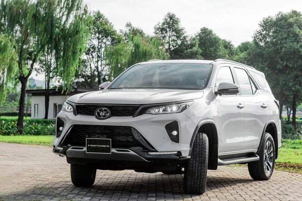 XE HOT (19/9): Bảng giá xe Toyota tháng 9, 5 xe máy giá rẻ tiết kiệm xăng hợp với nữ sinh Việt