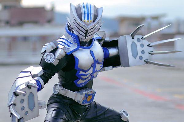 Trầm trồ trước loạt ảnh cosplay Kamen Rider Tiger cực chất