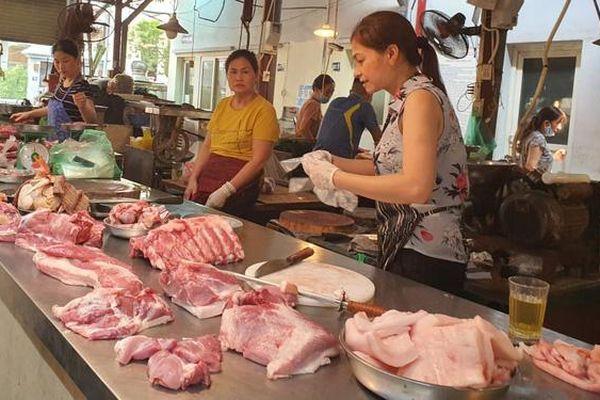 Thị trường thịt lợn: Siêu thị tăng giá nhẹ, chợ truyền thống còn nghe ngóng