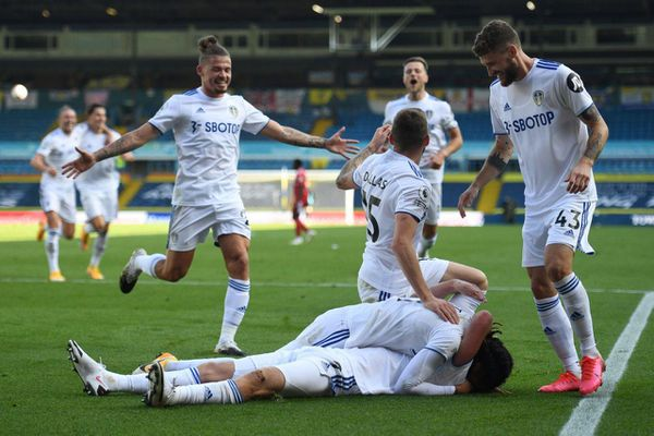 Kết quả: Leeds thắng trận đầu, Arsenal nhọc nhằn giành 3 điểm