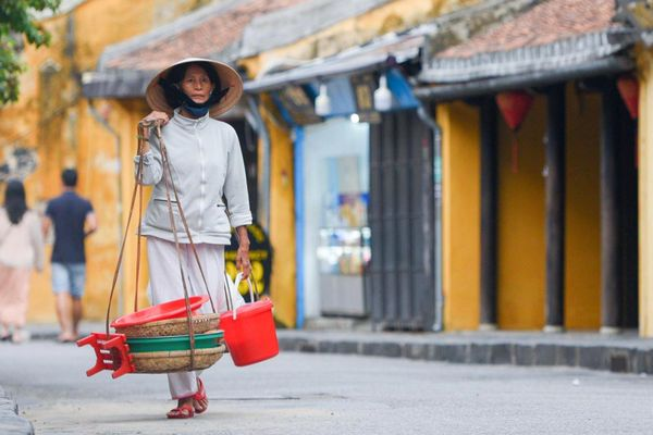 Doanh nghiệp phố cổ Hội An chuyển sang bán nước giải khát