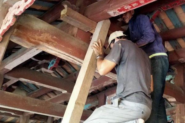 Hội An chống đỡ các di tích trong khu phố cổ trước mùa mưa bão