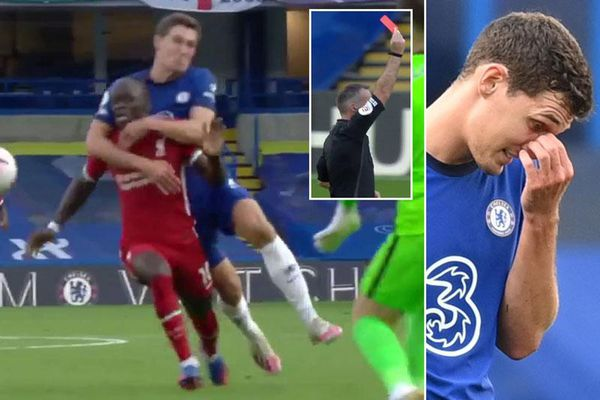 Trọng tài có nặng tay khi bẻ còi rút thẻ đỏ với Christensen?